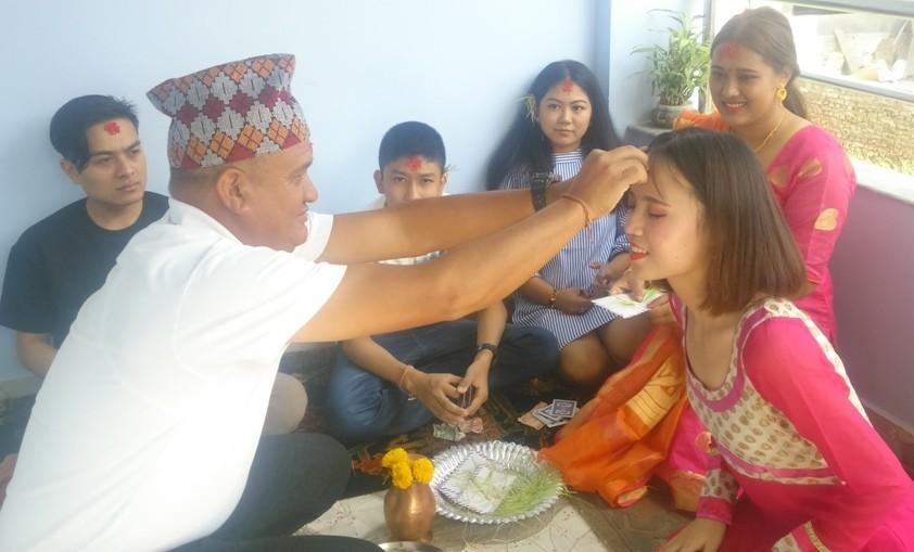 Chinese volunteer in Nepal